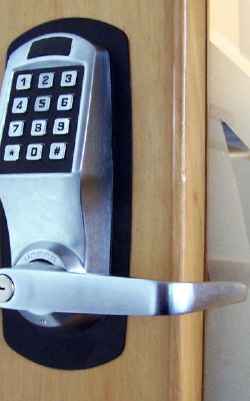 commercial-locksmith--768x576